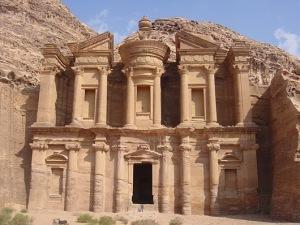 petra jordania 10 Pahatan Luar Biasa di Gunung Batu